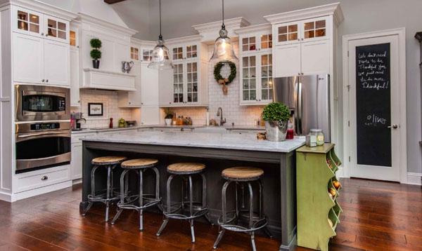 アクセントカラーとタイルのキッチン1