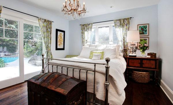 シンプル&シックなベッドルーム2
