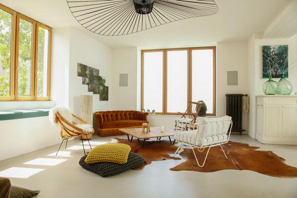 真っ白い家とアンティーク家具2