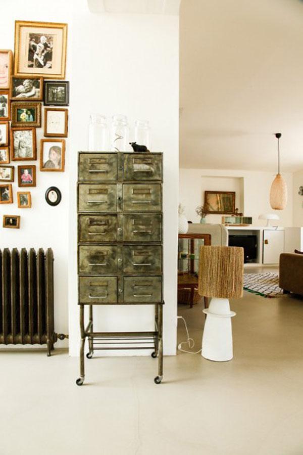 真っ白い家とアンティーク家具3