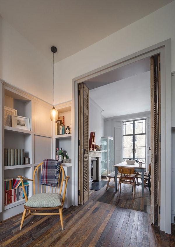 アンティーク家具と白いリノベーションハウス1