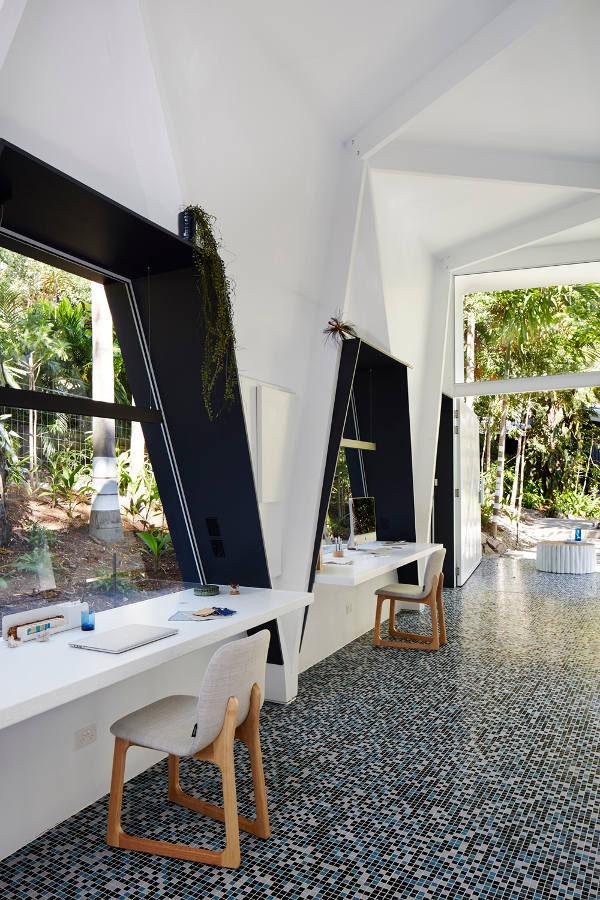 ジャングルにあるインディゴスタイルオフィス5