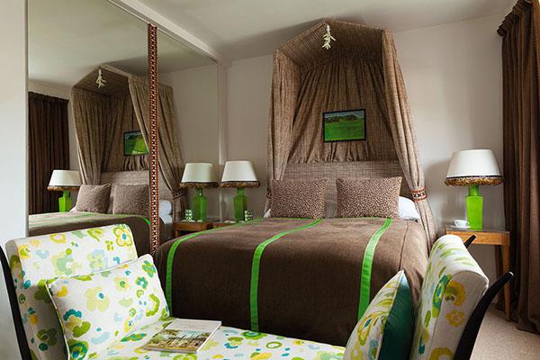グリーンとオレンジのブリティッシュアパートメント8