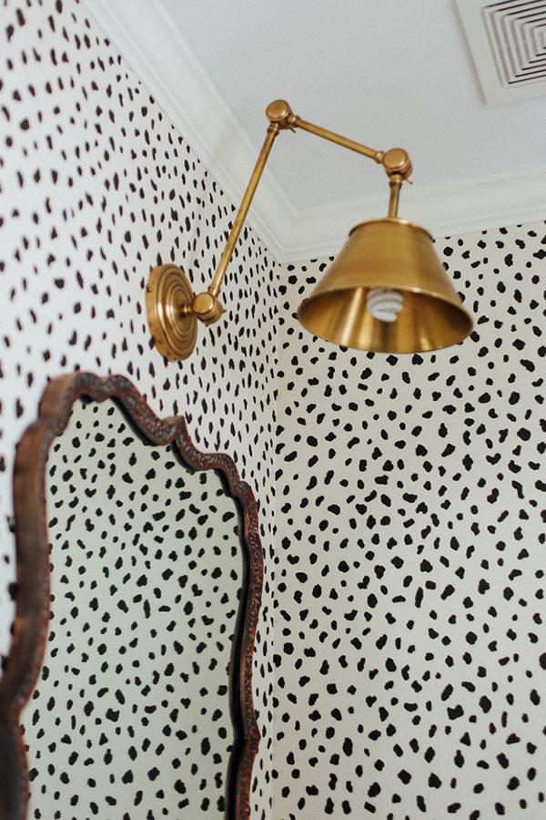 シルバーとゴールドのバスルーム4