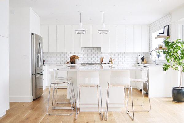 白と黒のキッチン&リビング1